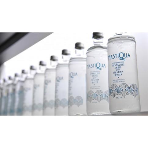 Plusieurs bouteilles de 33cl de Mastiqua, vue de face