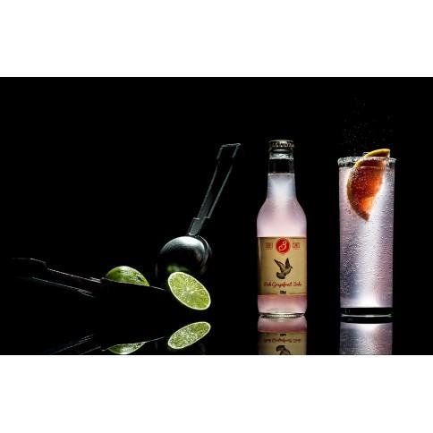 Soda au pamplemousse rose 200ml Three Cents vue de face avec un verre