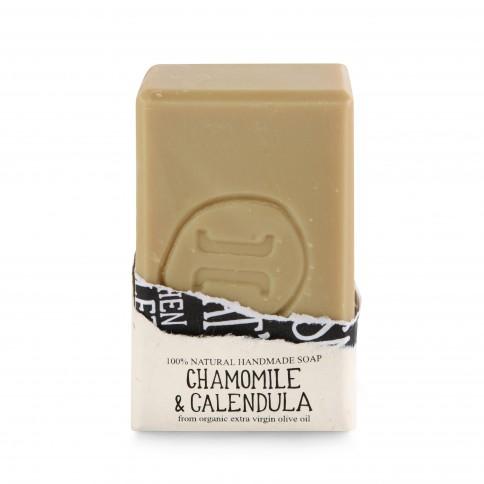 Savon à l'huile d'olive bio, camomille et calendula Helleo 120g, vue de face et savon