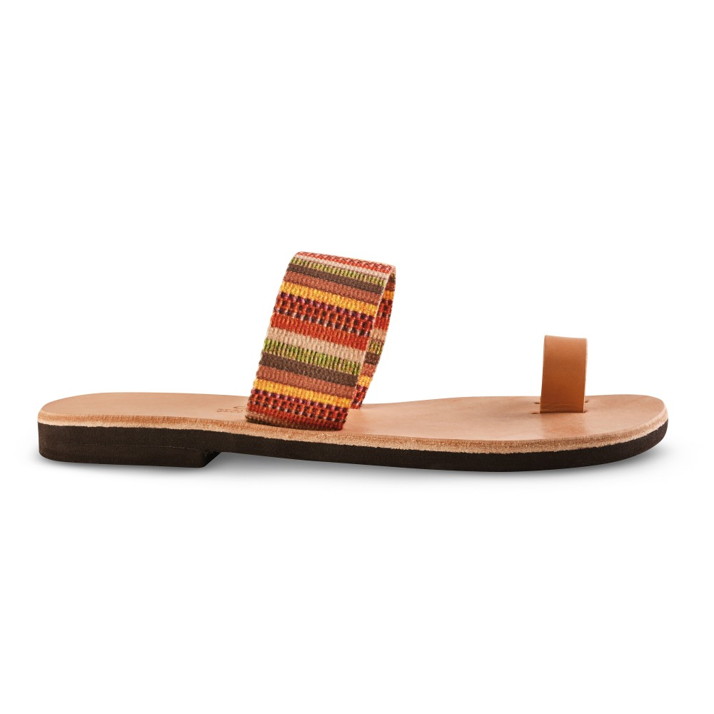 Sandales grecques en cuir et tissu ethnique Ariane, fabriquées à la main en Crète, vue de profil
