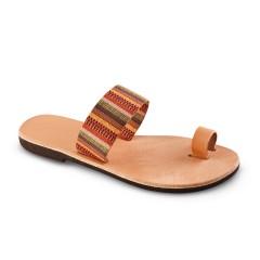 Sandales grecques en cuir et tissu ethnique Ariane, fabriquées à la main en Crète, vue de 3/4