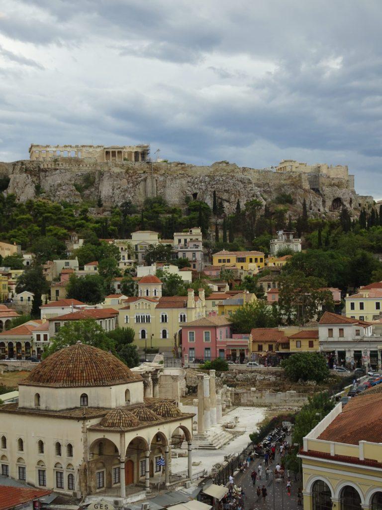 Vue sur le Parthénon et Monastiraki à Athènes