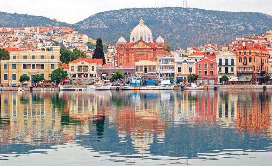 vue du port de Lesbos, en Grèce