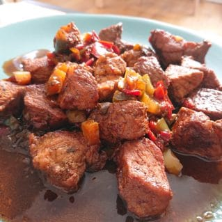 Tigania, recette avec du porc et des poivrons