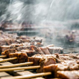 Tsiknopempti, le jeudi à l'odeur de viande grillée !