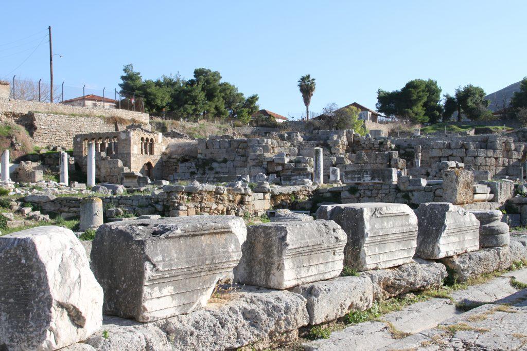 Ruines à Corinthe dans le Péloponnèse