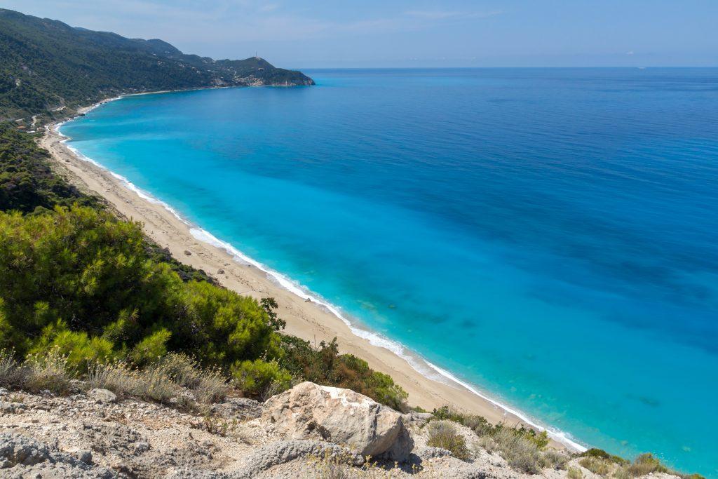 La plage de Kokkinos Vrachos sur l'île de Leucade