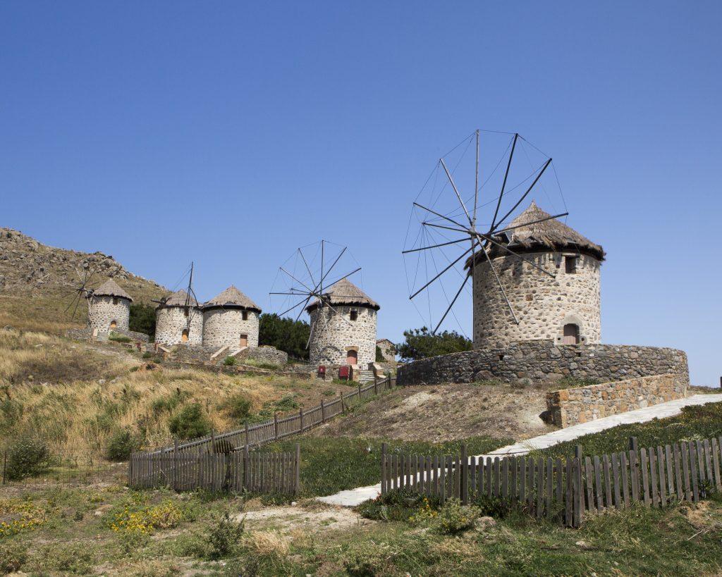 Des moulins dans le village de Kontias sur l'île de Limnos