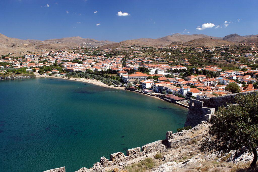 La vue panoramique de la ville de Myrina depuis le château, Limnos