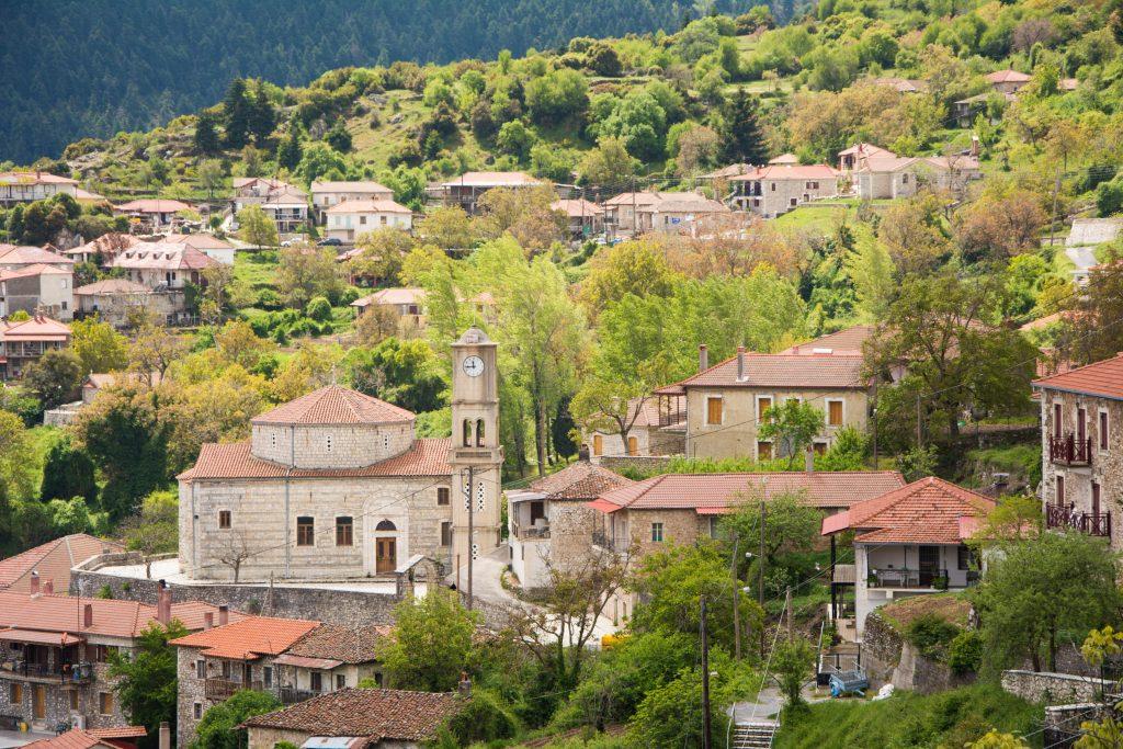 Le village Lagkadia en Arcadie dans le Péloponnèse