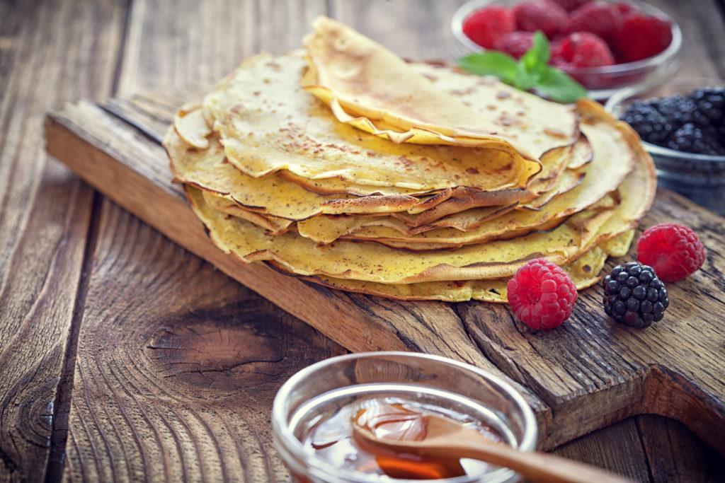 Crêpes aux fruits et miel grec