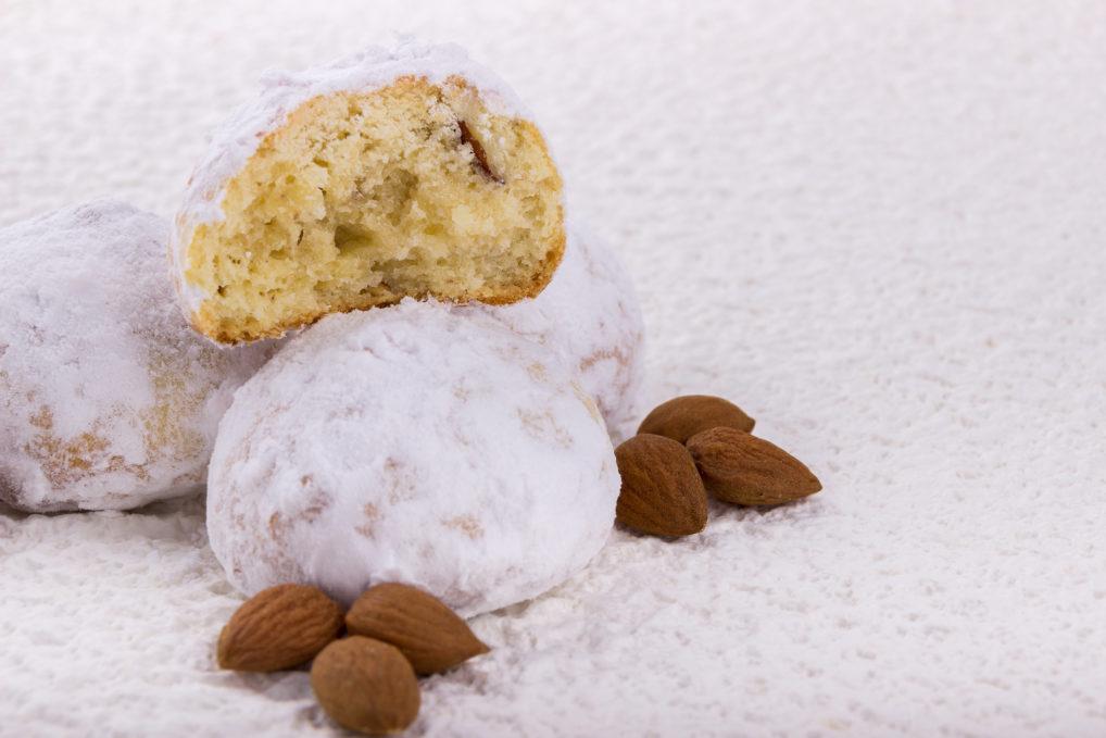 Kourabiedes avec des amandes gâteaux de Noël