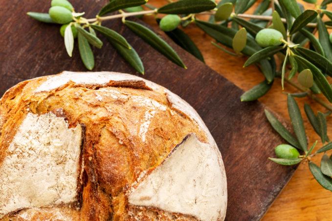Pain boule fait maison à l'huile d'olive