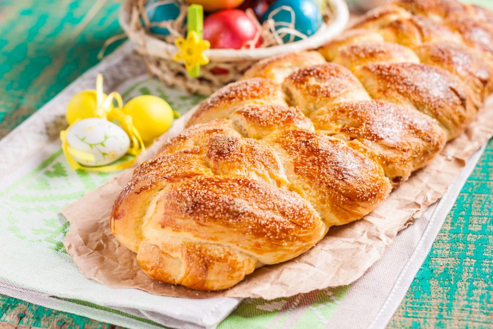 Le tsoureki, le brioche traditionnel pour la Pâque grecque