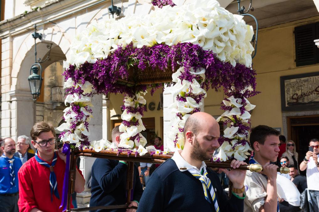 Une photo d'épitaphios le vendredi saint à Corfou