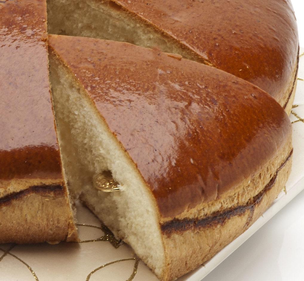 Le flouri dans la vassilopita politiki briochée, la gâteau de fin d'année en Grèce