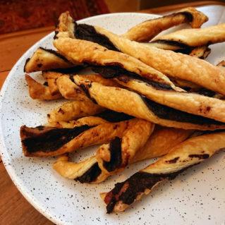 Torsades feuilletées à la tapenade grecque recette apéro facile